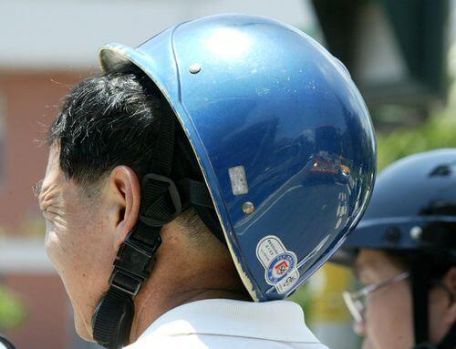 鬆脫安全帽