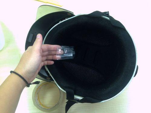膠帶黏安全帽內襯
